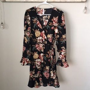 Women's Floral V-Neck Bell Sleeve Lace Trim Dress